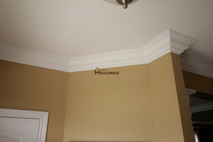wall decorated with cornice moulding