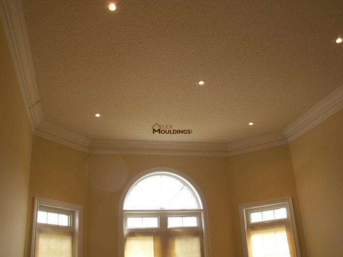 room dressed with cornice mouldings
