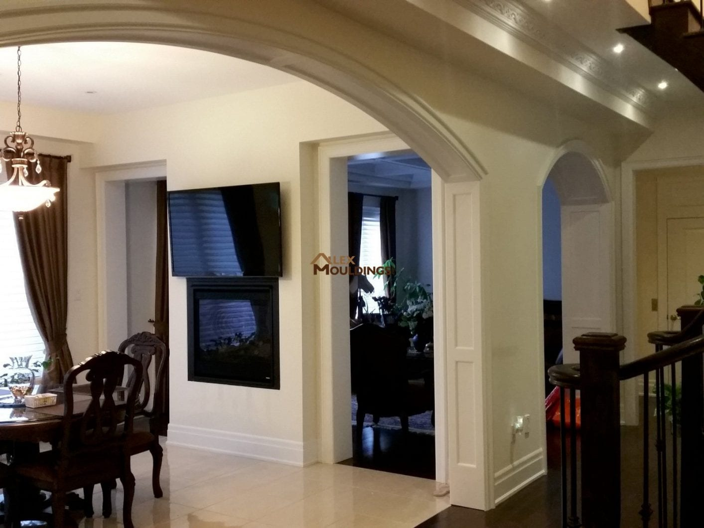 Curved panel wainscot